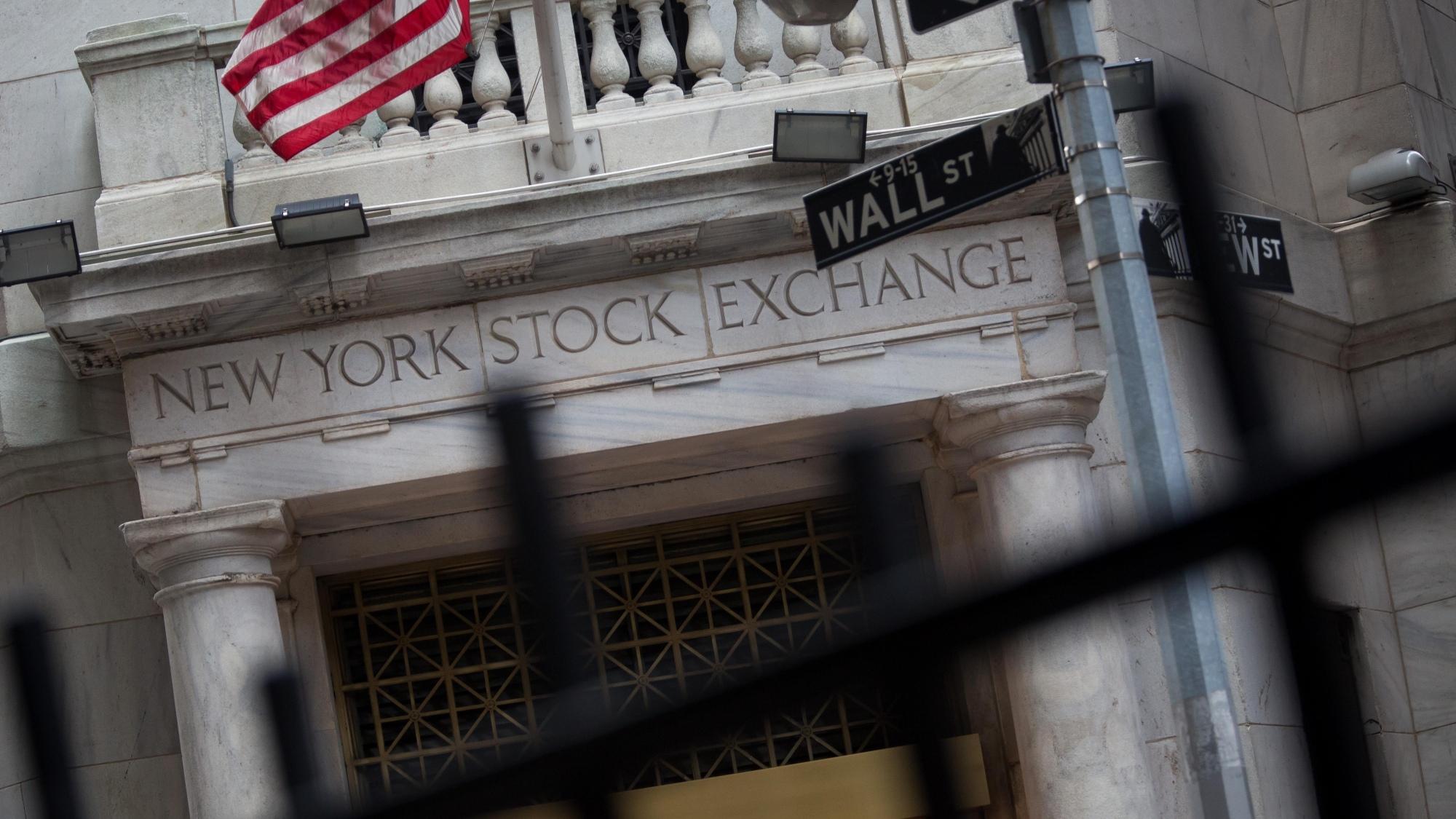 Trump Ignites Wall Street Debate With His Tweet on Earnings