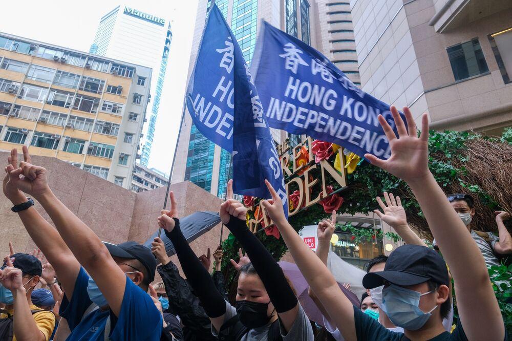 Người biểu tình cầm cờ đọc 'Độc lập Hồng Kông' trong cuộc biểu tình ở Hồng Kông vào ngày 1 tháng 7. Nhiếp ảnh gia: Roy Liu / Bloomberg