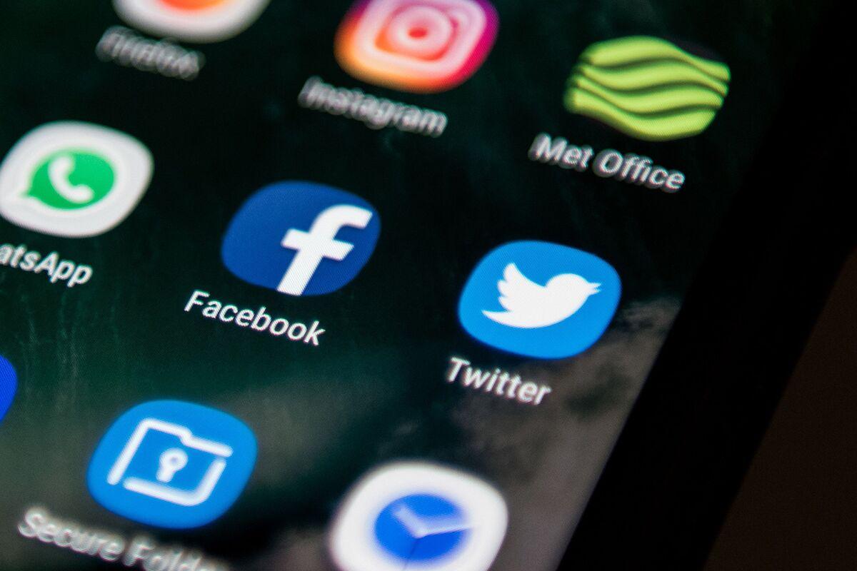 U.S. Military to Trawl Through 350 Billion Social Media Messages