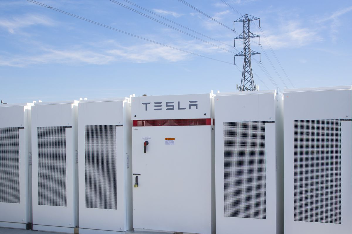 Telsa and Southern California Edison Powerpack 2 power battery storage plant