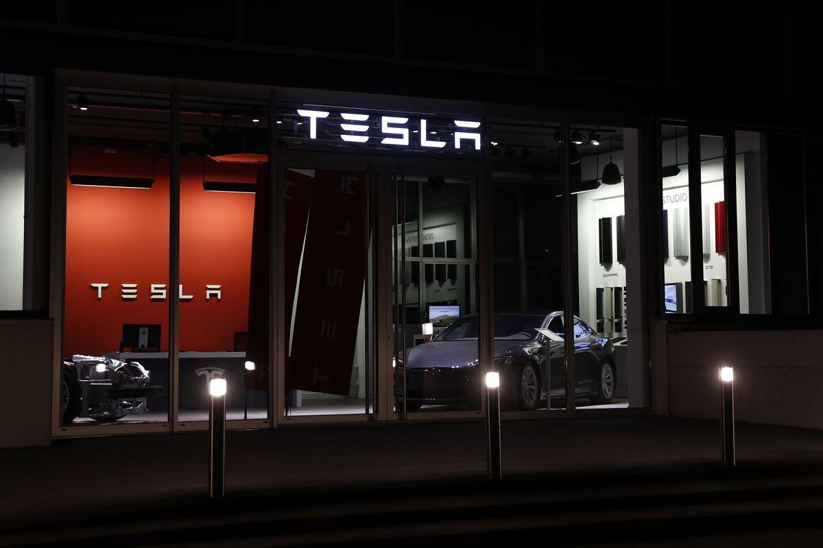 Elon Musk's SEC Suit May Cost Tesla Its Biggest U.S. Carmaker Crown