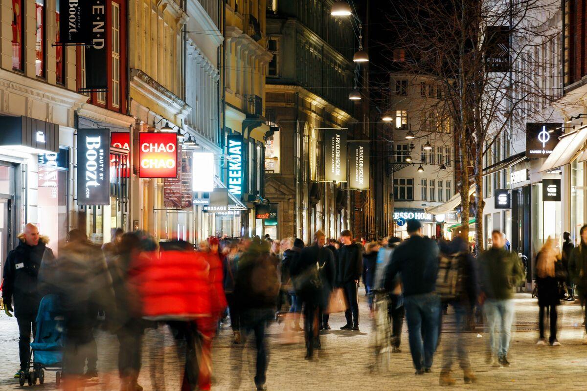 Pimco Sticks With $500 Billion Danish Market as Returns Plunge