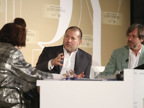 (L-R) International Vogue Editor Suzy Menkes, Apple's vice president of design, Jonathan Ive, and designer Marc Newson attend the Condé Nast International Luxury Conference at Palazzo Vecchio on April 22, 2015, in Florence, Italy.
