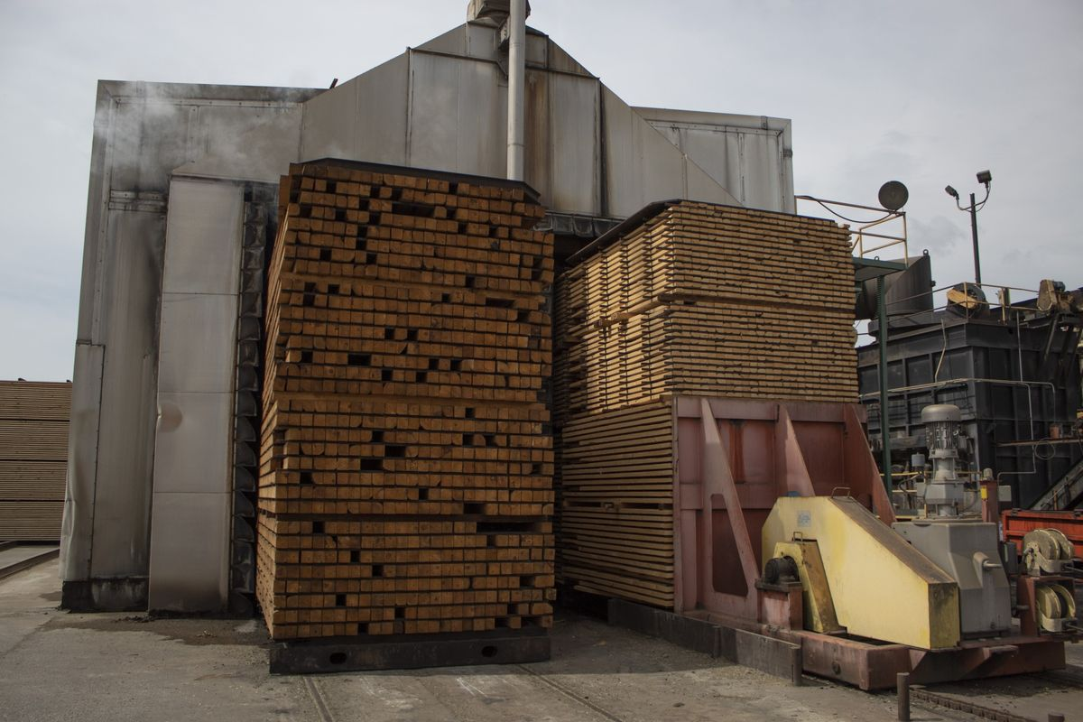 <p>Top U.S. Lumber Maker Sees Decade of Strong Building Demand thumbnail