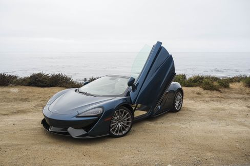 The 2017 McLaren 570GT comes with dihedral doors that open up and out.