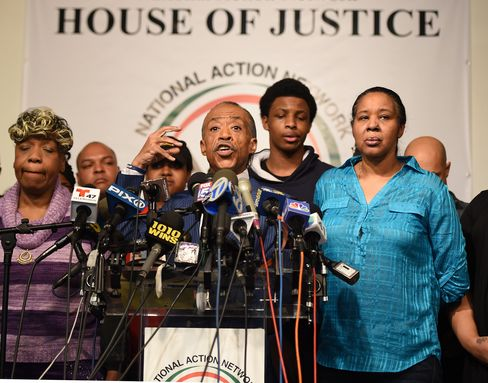 Sharpton to Lead Civil-Rights Meeting on Chokehold Ruling