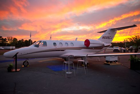 CEO Quest for Global Range Tilts Market Toward 8,000-Mile Planes