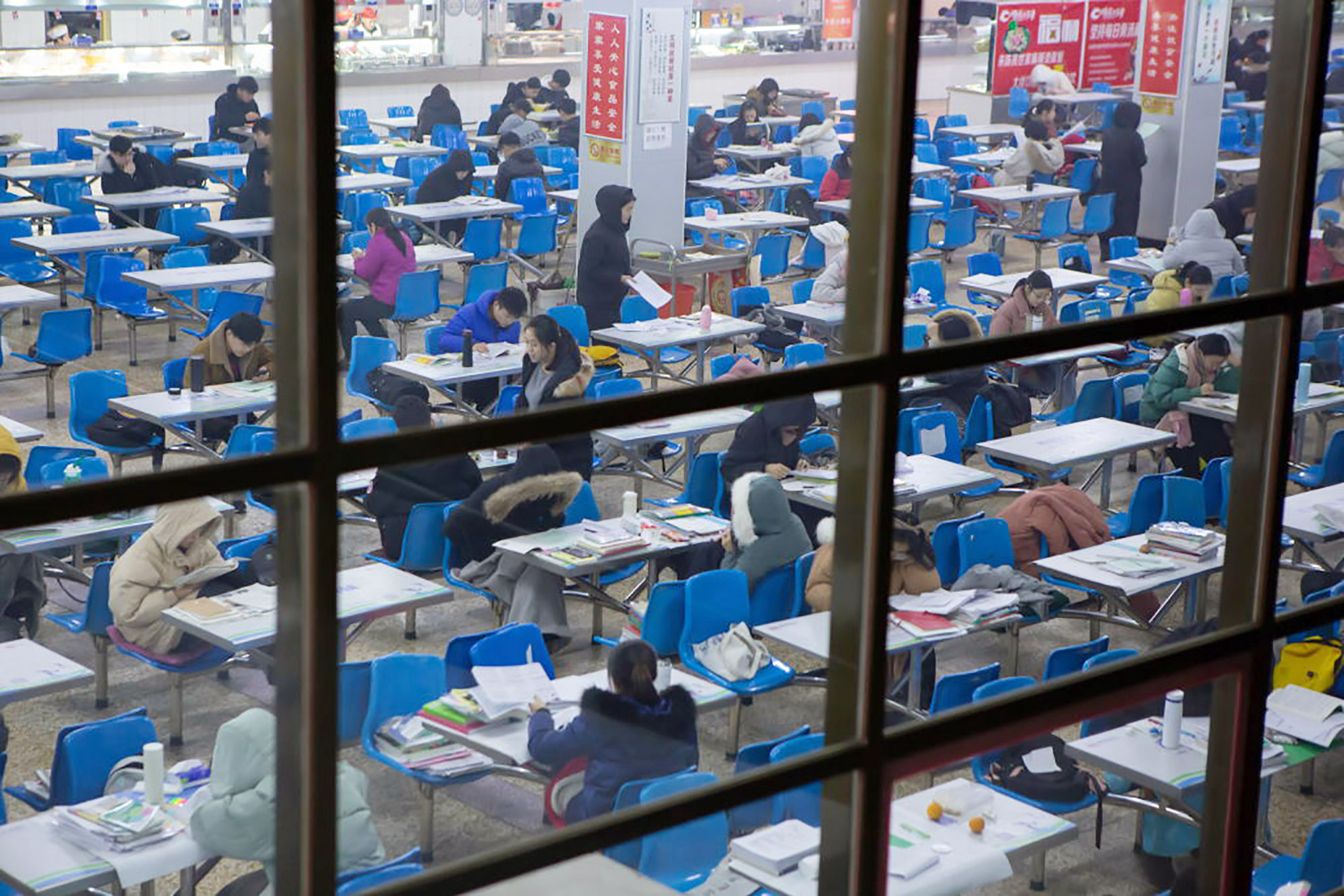 中国、海外留学に必要な「TOEFL」などの試験を中止 - Bloomberg