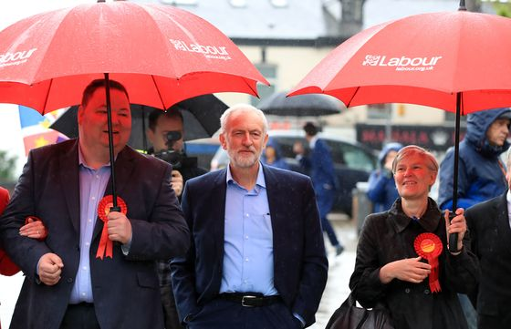 May and Corbyn Both Bruised by U.K. Voters' Brexit Backlash