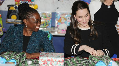 Chirlane McCray and the Duchess of Cambridge wrap presents at the Northside Center for Child Development in Harlem