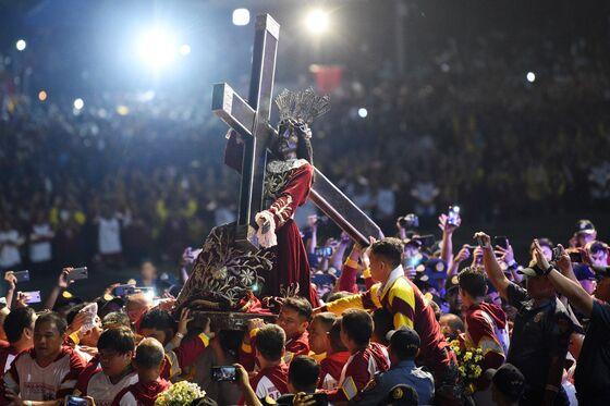 Philippines Holds Huge Catholic Parade Amid Duterte Attacks
