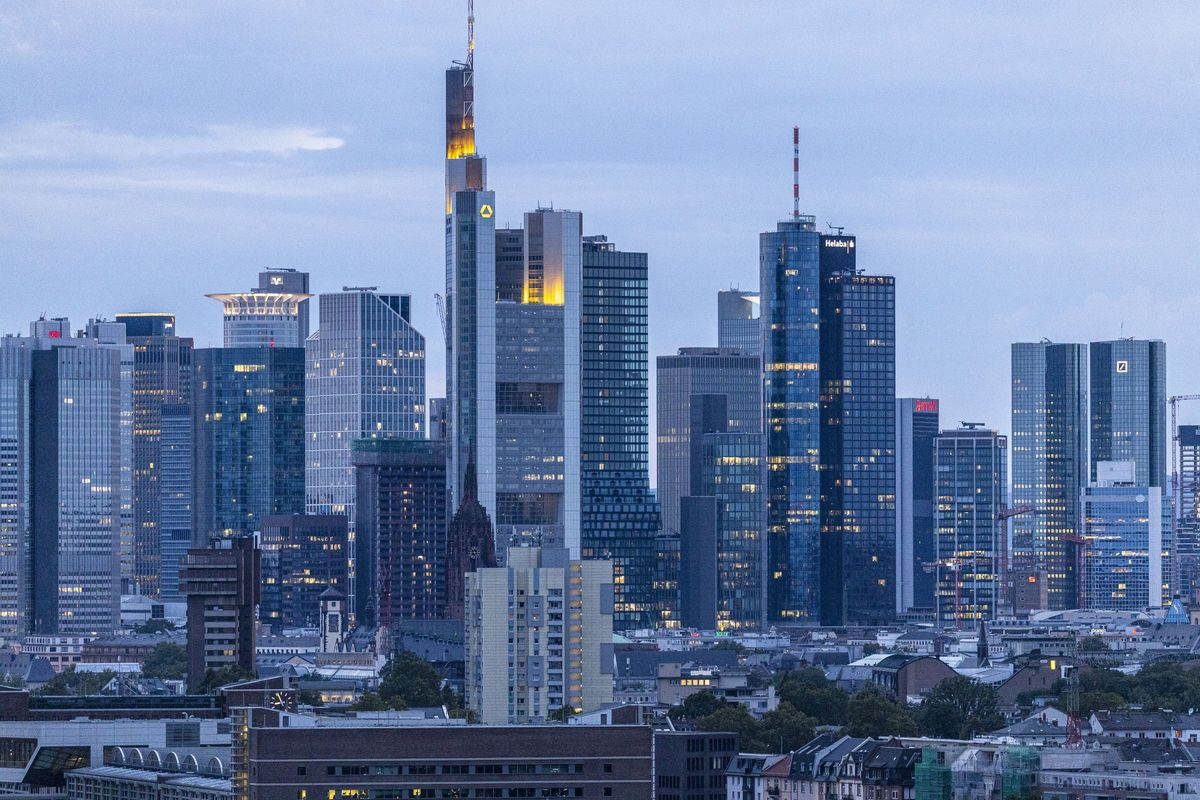 Commerzbank Weighs Deeper Cuts as Economy, Rates Hit Stock