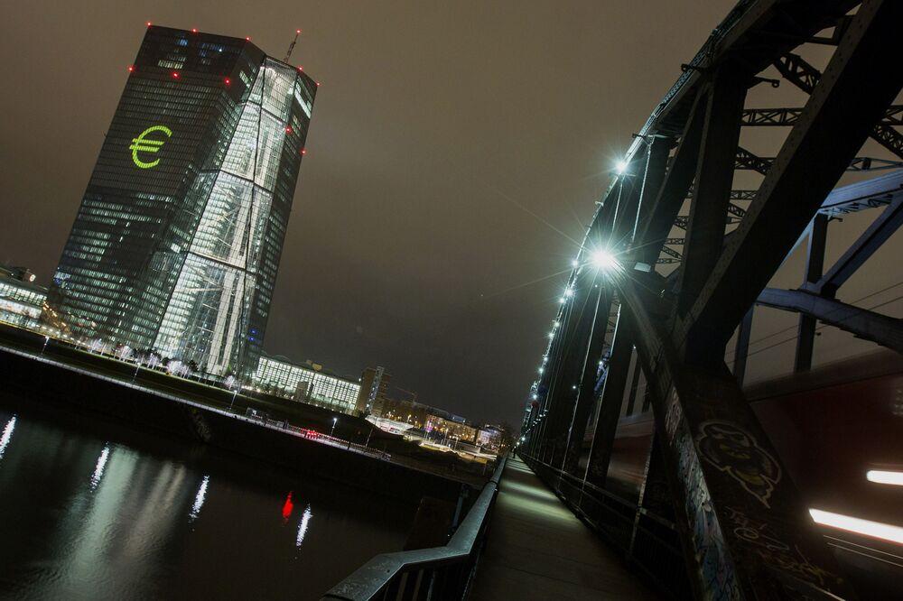 МВФ: экономика еврозоны укрепляется, однако есть проблемы со странами с высокой задолженностью