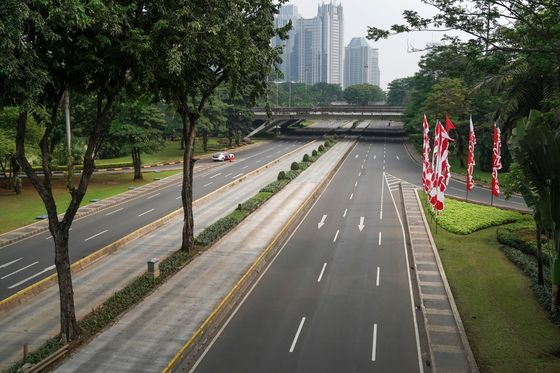 How Anti-Lockdown Elites Swayed Jokowi, Fueling Indonesia Crisis
