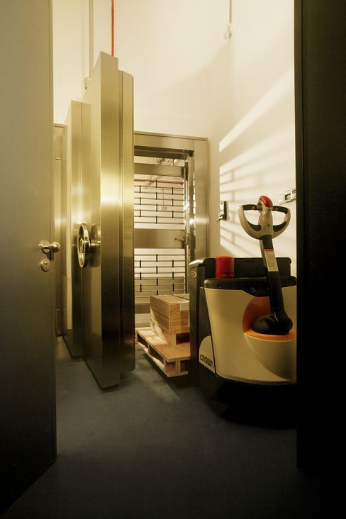 Silver Vault for 200 Tons Starts in Singapore as Wealthy Buy