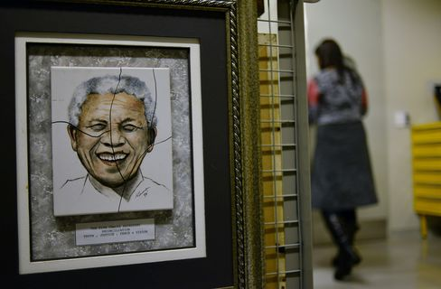 Mandela Remains Hospitalized in a 'Serious' Condition, Zuma Says