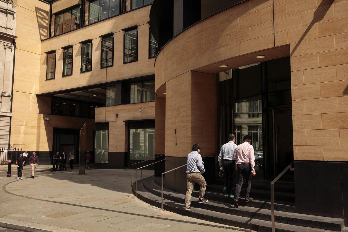 Deutsche Bank Wants U.K. Graduates Back in the Office