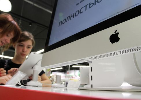 Customers test an Apple Inc. iPad2 on display at an Eldorado Group electronics store in Moscow, Russia, on Thursday, Aug. 25, 2011.