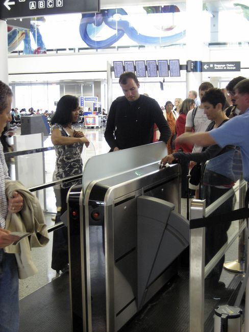 Continental Tests Subway-Style Boarding Scanners in Houston
