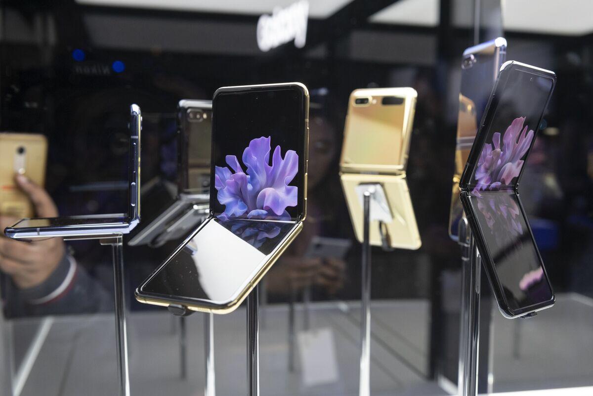 Review: Can Samsung's New Z Flip Convert iPhone Fans?