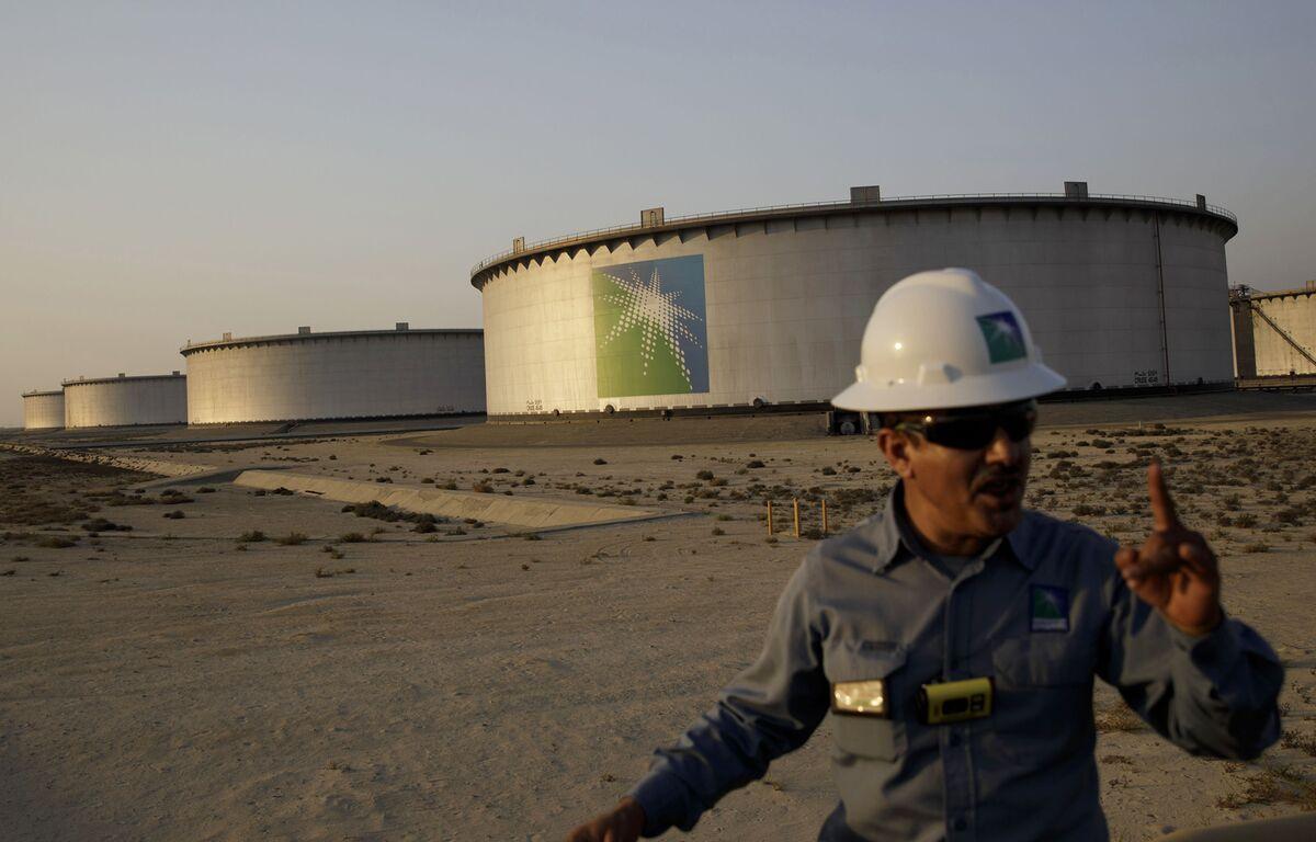 Aramco's Bondholders Get Dragged Down by Saudi Oil-Price War