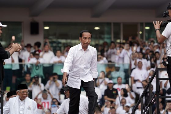 Jokowi Leads Official Indonesia Vote Count in Blow to Rival