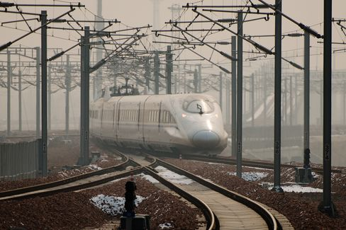 China Starts Longest Bullet-Train Line, Luring Air Travelers