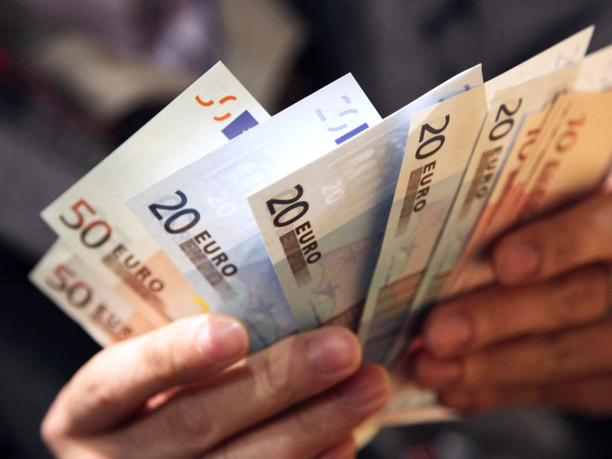 Euro Is Swept Up in Global Funding Frenzy, Set for More Pain