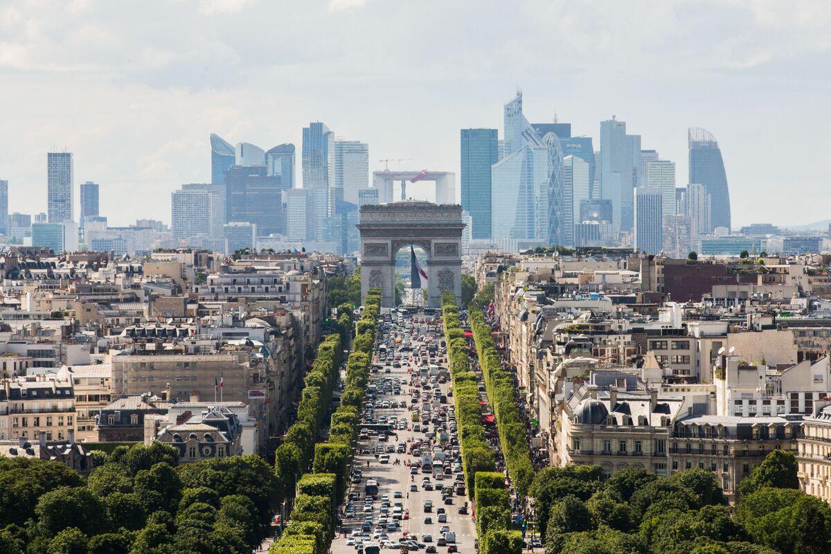 Google, Facebook Target Paris as a Center for AI Expansion