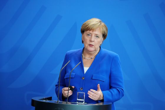 Merkel Enters Brexit Fray as EU Seeks Shield From U.K. Turmoil