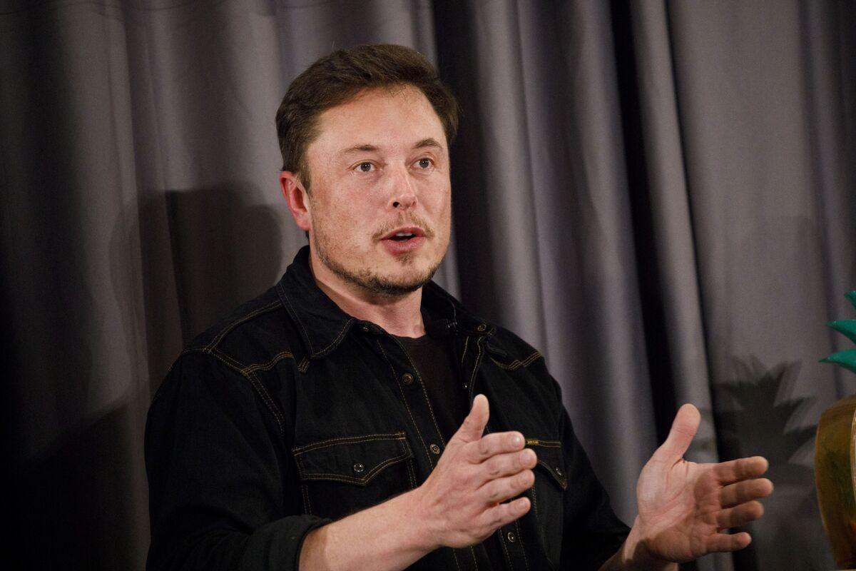 Musk's Stock-Option Tweet May Invite U.S. Labor Board Complaint