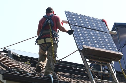 Crowd-Funded U.S. Rooftop Solar May Top $5 Billion in Five Years