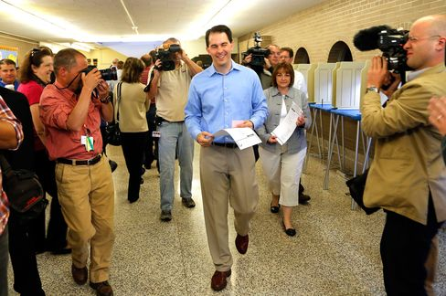 Wisconsin Governor Walker Keeps Office