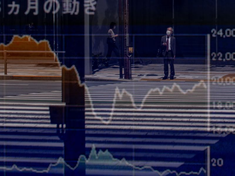 Stocks Climb in Thin Volumes; Yen Drops, Oil Falls: Markets Wrap