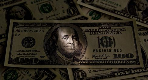 Dollar Falls as S&Ps Puts U.S. on Downgrade Review