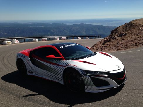A prototype of the 2016 Acura NSX was the pace car for the 99th AnnualPikes Peak International Hill Climb race inthe Colorado Rockies.
