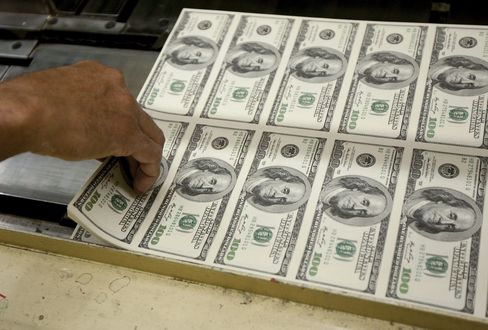 Top Forecasters Say Best Over for Dollar as Fed Will Ease