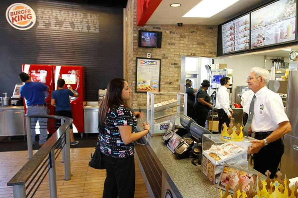 Obamacare Is Causing Some Restaurant Owners to Cut Employees' Hours - Bloomberg