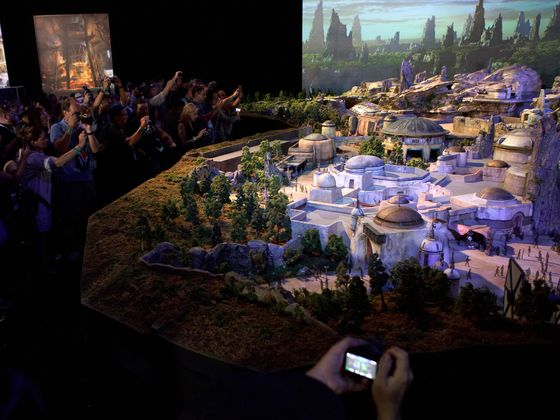 Disney to Impose Park's First Reservations for Star Wars Land