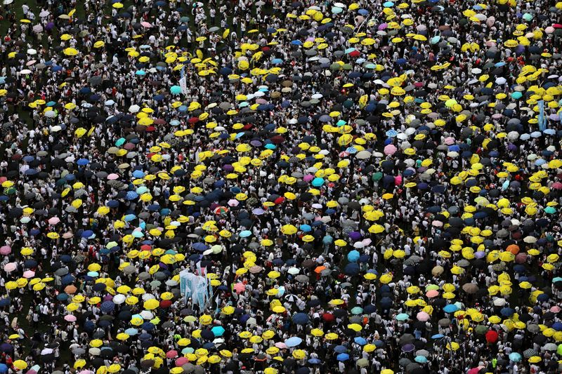 Thousands Protest Hong Kong Law Easing Extraditions to China