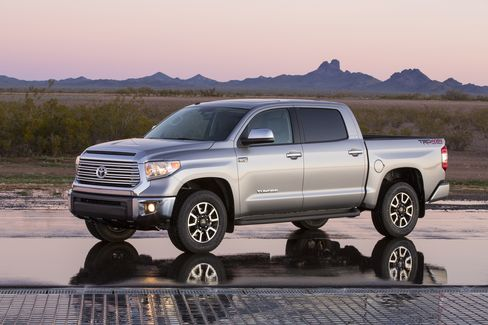 Toyota Revamps Tundra for Bigger Share of High-End Pickup Sales
