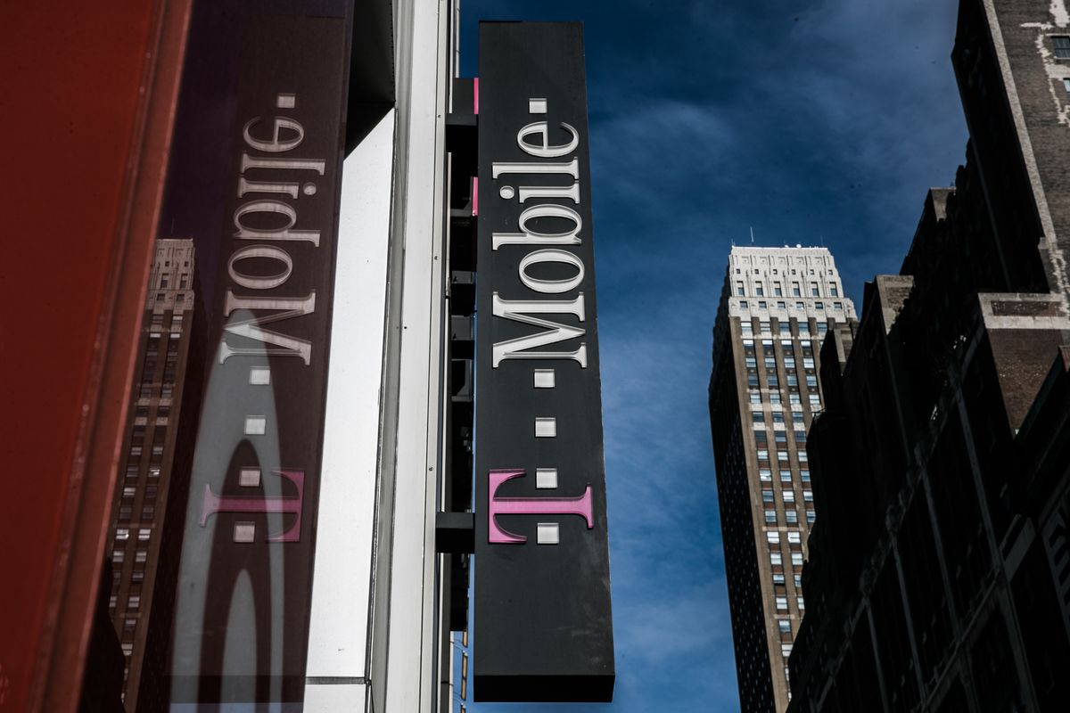 T-Mobile Girds for Decisive Battle With States Over Sprint