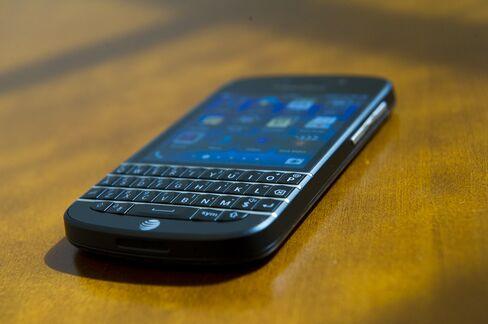 BlackBerry Diehards Finally Get a Keyboard