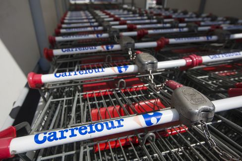 Carrefour SA, France's largest retailer, reported slowing sales growth as business at the company's Chinese stores was weighed down by weak consumption