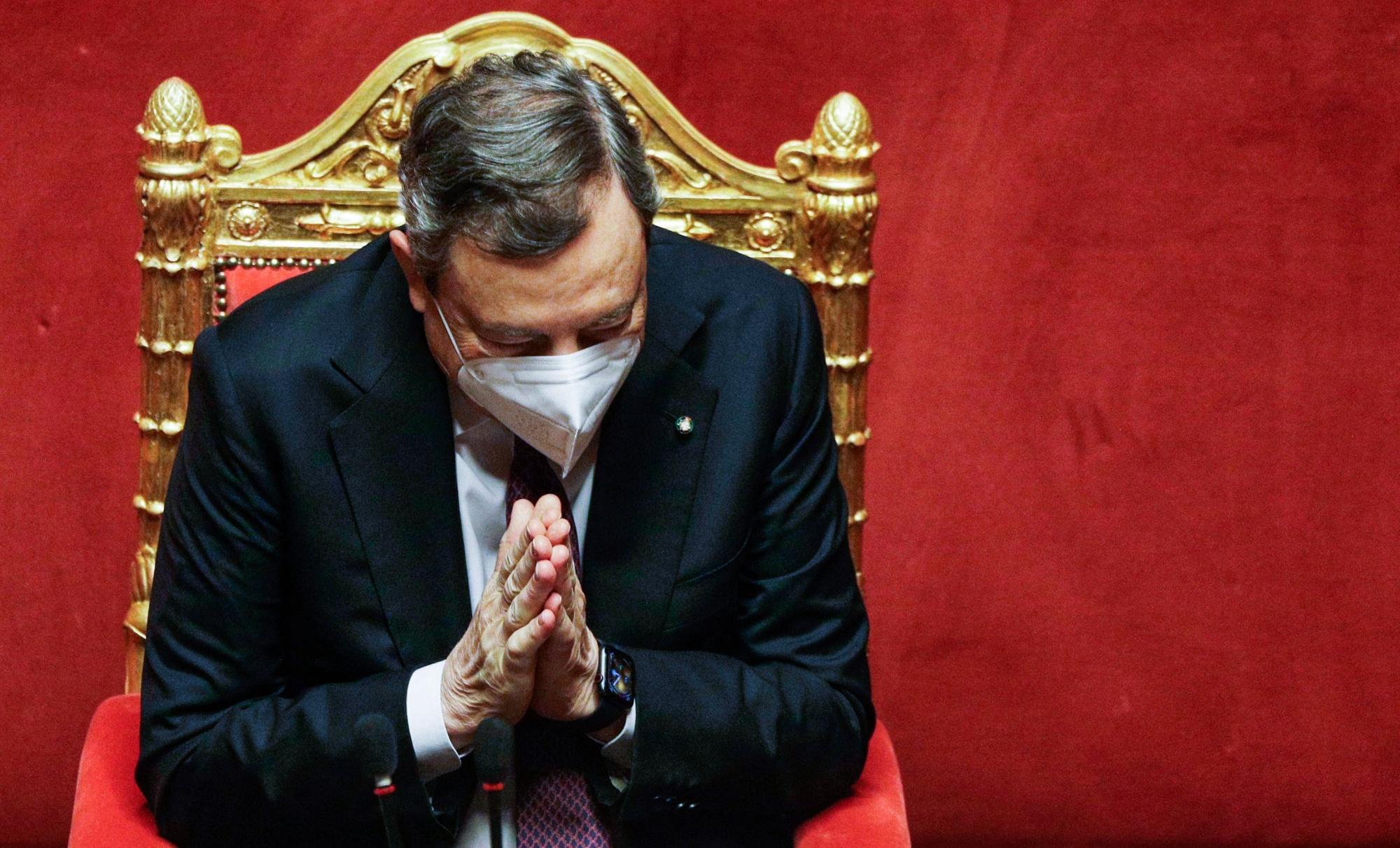Zusammenstoß zwischen den Menschen und dem tiefen Staat in Italien