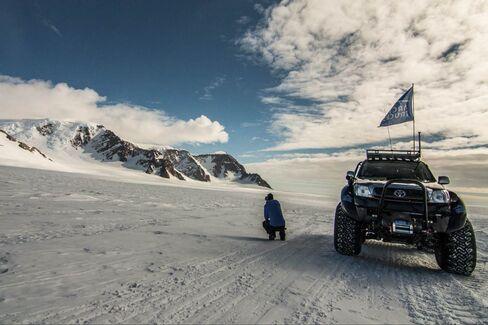 約2週間の自動車での南極横断旅行はいかが?