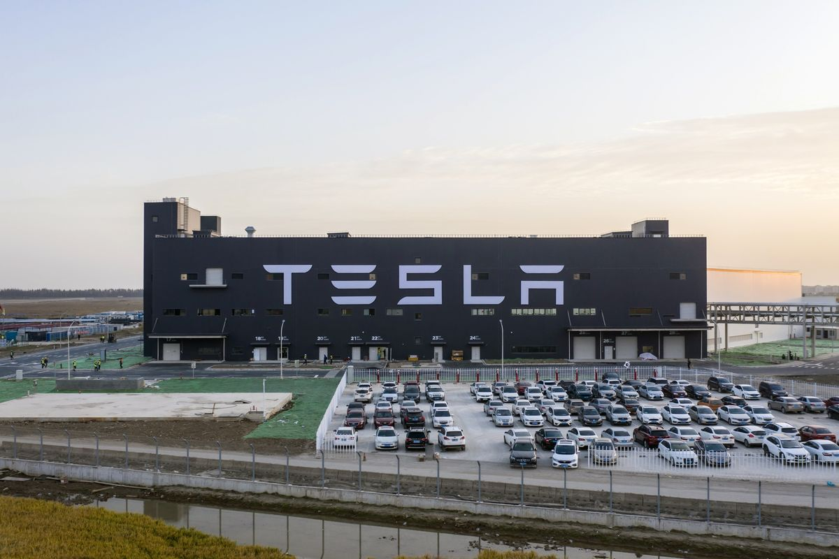 Tesla Aims to Deliver Made-in-China Cars Before Late January