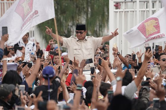 Struggling Farmers Pose a Challenge to Jokowi'sBid for a Second Term