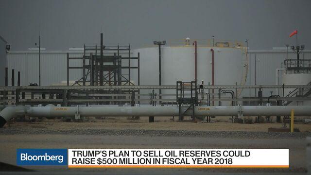 Trump propone vender la mitad de la reserva estratégica de petroleo de EE.UU. para abatir la deuda nacional [ENG]