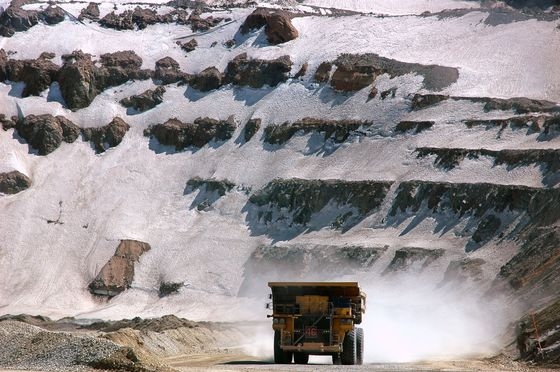 Giant Copper Mines Start to Get Serious About Green Hydrogen